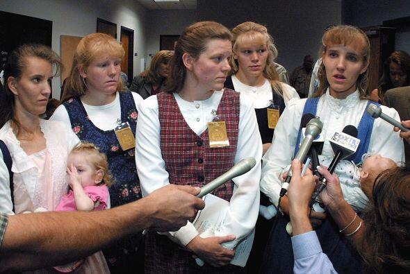 Las mujeres que aceptan la poligamia como una forma de vida son las enca...