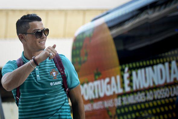 Cristiano Ronaldo. Posición: Delantero. Fecha de nacimiento: 5 de febrer...