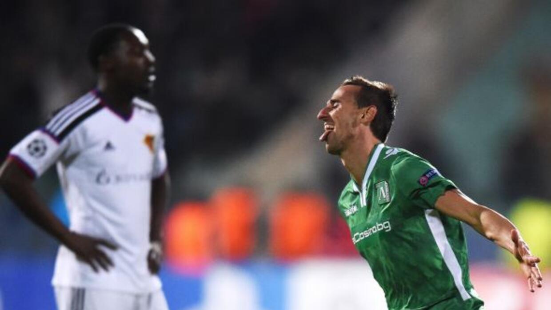 El gol de un defensor,Yordan Minev, le costó al Basilea.