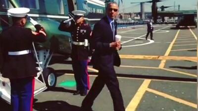 """El controversial """"saludo latte"""" del presidente Obama"""