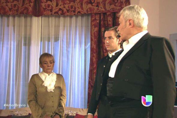 Refugio tampoco sabe sobre la paternidad de Pablo y le asegura a Cayetan...