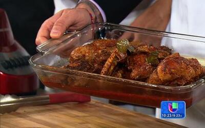 Receta de 'Pollo enchilado' en la cocina de Karla