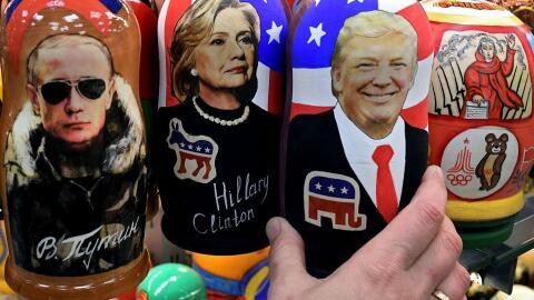 Muñecas Matryoska rusas con las imágenes del presidente de...