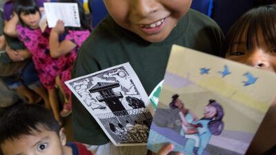 Niños inmigrantes reciben postales de navidad