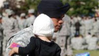 Compañeros del autor de la masacre en Fort Hood, partieron rumbo a Afgan...