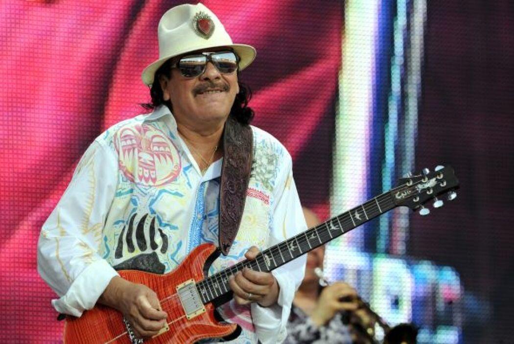 Carlos Santana, es un guitarrista estadounidense nacido en Mexico, multi...