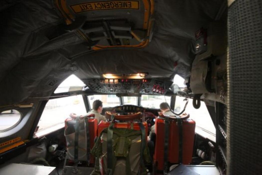 Once aviones militares, tres civiles, y 14 barcos participan en el opera...