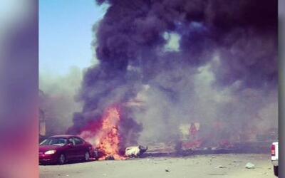 Avión militar se desploma en zona residencial de California