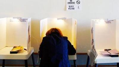 En 2008 de los 10.2 millones de electores hispanos que acudieron a las u...