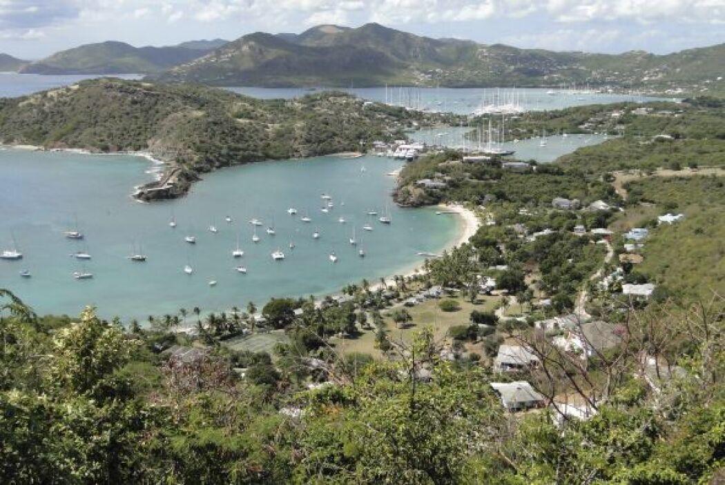 3. ANTIGUA Y BARBUDA. El conglomerado de islas otorga la residencia a qu...