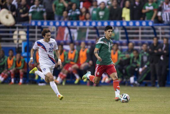 Alan Pulido hizo su debut con la playera del seleccionado nacional y se...