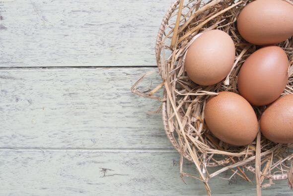 Huevos: Aportan varios de los nutrientes mencionados: zinc, Omega-3, lut...