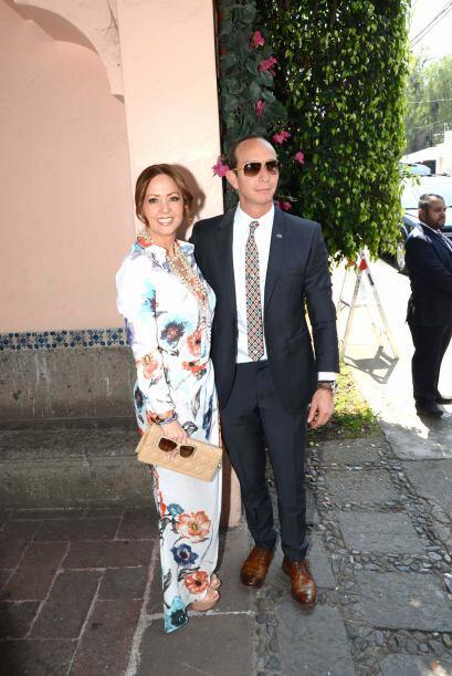 Andrea Legarreta llegó muy bien acopañada por su esposo Erick Rubín.