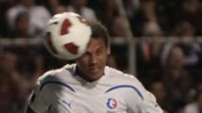 Douglas cateano Matosso anotó el único gol del accidentado encuentro ent...