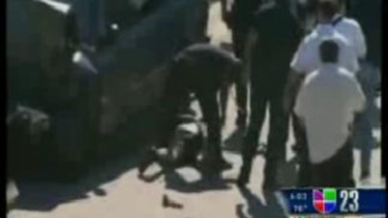 La policía arrestó a este hombre tras una persecución que empezó en Miam...