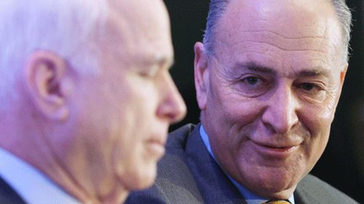 El senador Charles Schumer (demócrata de Nueva York) dijo a Univision qu...