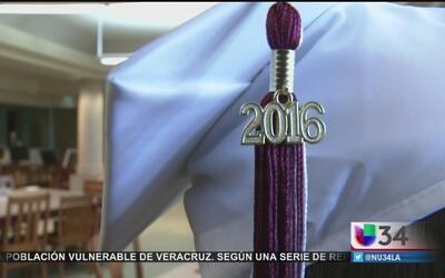 Sube el número de jóvenes hispanos graduados