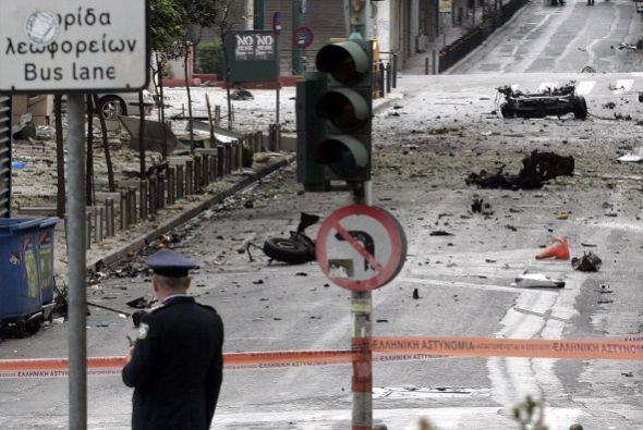 Un coche bomba explotó este jueves ante las puertas del Banco de...