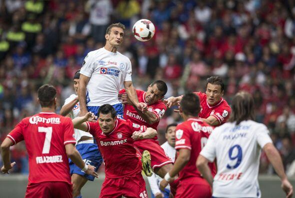 Al norte del Continente Americano dos clubes mexicanos se enfrentaron en...