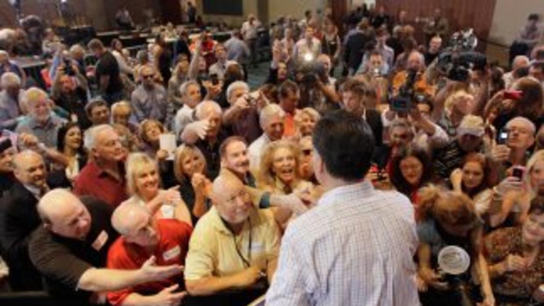 Romney recibió fuertes aplausos del público presente cuando criticó el p...