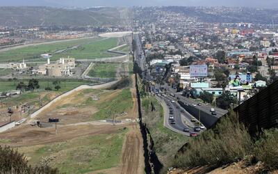 Dos países separados por un muro, pero dependientes el uno del ot...