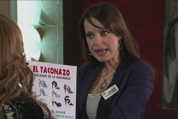 """Luego Jacky se presentó para ofrecerle su catálogo de zapatos """"El tacona..."""