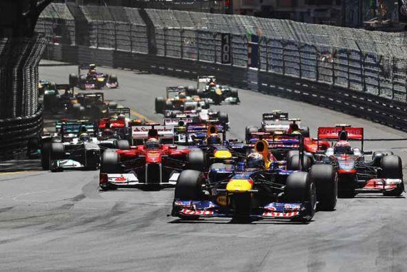 El campeón mundial, Sebastian Vettel, arrancó desde la 'po...