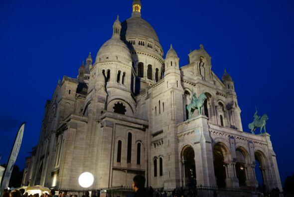 En Montmartre, Carlos tomó una fotografía de la Bas&iacute...