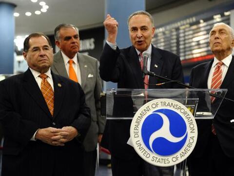 El secretario de Transporte, Ray LaHood, anunció el lunes la inversión d...