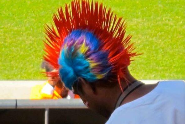 La moda de los colores en el pelo es una de las más atractivas en...