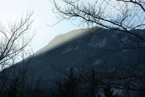 La historia de la montaña y la aldea se remonta al reinado de Lui...