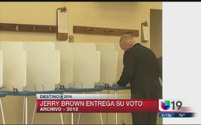 Jerry Brown acudió a las urnas para votar