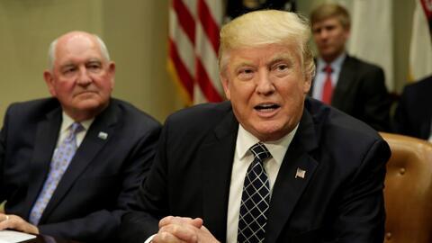 Trump asegura que el muro se construirá a pesar de los conflictos de pre...