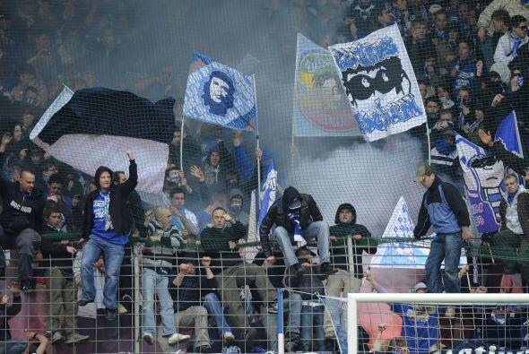 Pero no todo fue alegría en Alemania, los fans de Bochum se manif...