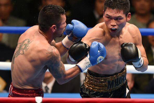 En el primer round el japonés mandó al mexicano a la lona.