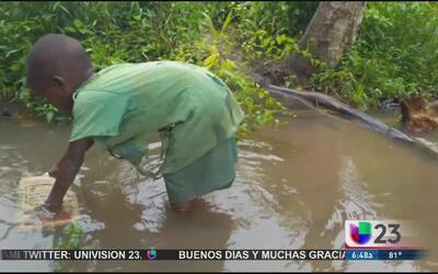 Tu ayuda podría darle agua potable a miles de niños en Uganda