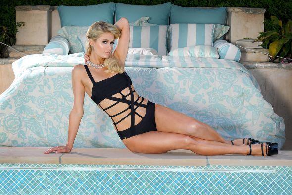 Paris Hilton disfruta de presumir sus curvas. Mira aquí los videos más c...