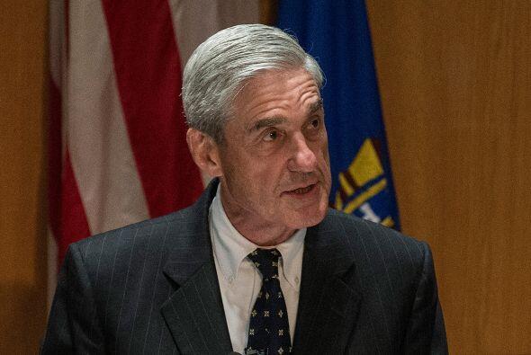13 de junio: El director del FBI, Robert Mueller, confirma que se ha abi...