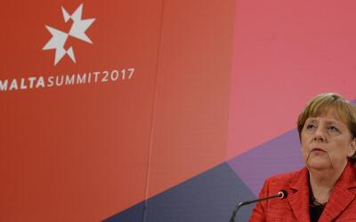 """Merkel: """"La lucha contra el terrorismo no justifica que personas de cier..."""