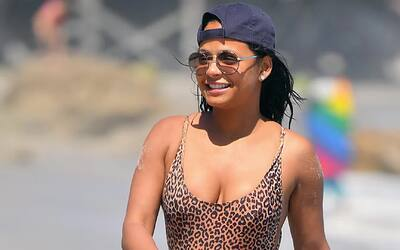Christina Milian se luce en un traje de baño de leopardo