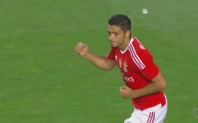 Raúl Jiménez mete su primer gol para Benfica