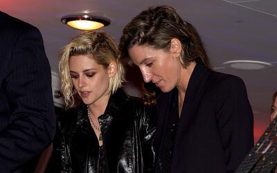 Kristen Stewart y Alicia Cargile de manita sudada en Cannes.