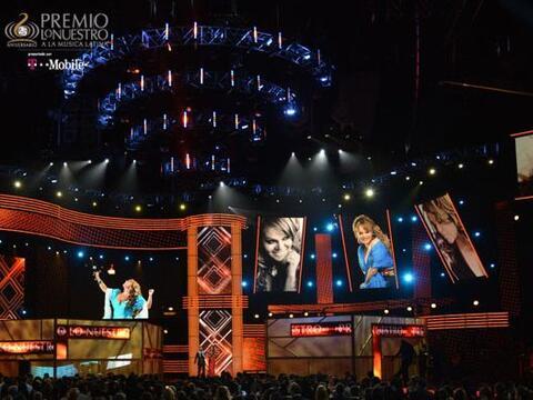 El escenario de Premio Lo Nuestro en su edición 25 se llen&oacute...