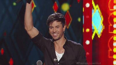 Premio Supernova para Enrique Iglesias en Premios Juventud 2014