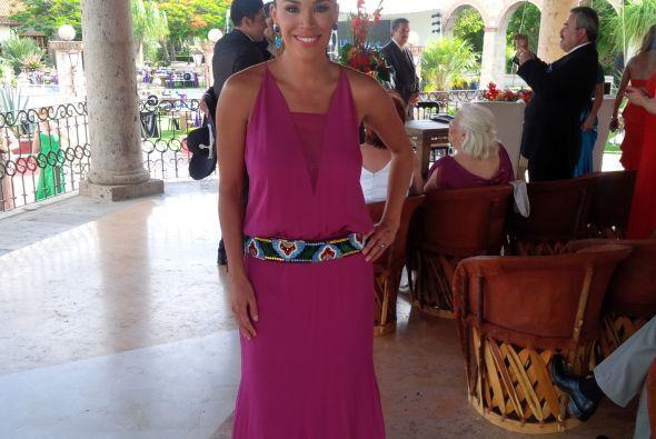 La cuñada de lujo, Karla Martínez, elegante como siempre lista para ver...