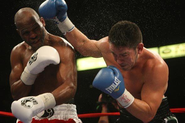 El combate ante el mexicano fue el primero de tres que tiene planeados a...