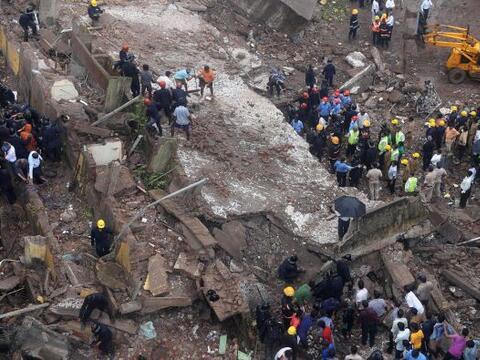 Al menos trece personas murieron al derrumbarse un edificio de cinco pis...