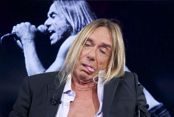 Al parecer el cantante tiene reacciones alérgicas a la ropa.