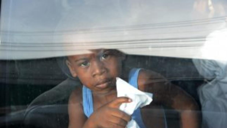 Un niño inmigrante indocumentado, a bordo de un autobús, llega al norte...