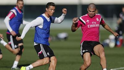 Los jugadores portugueses compitiendo en una práctica del Real Madrid.